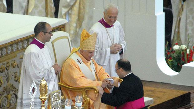 Mgr Charles Scicluna with Pope Benedict XVI during the canonisation of San Ġorġ Preca in 2007.