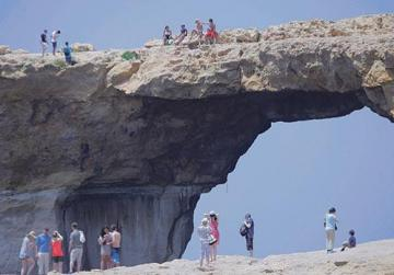 'No resources' to stop people walking on top of the Azure Window, despite danger