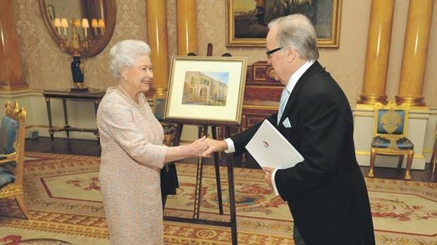 Fingers pointed after Queen receives similar painting