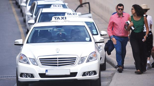 four white taxi drivers disciplined over meters. Black Bedroom Furniture Sets. Home Design Ideas