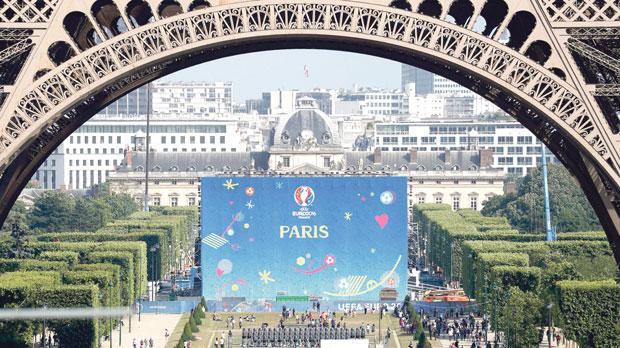 Fan zone near the Eiffel Tower. Photo: Reuters, Charles Platiau