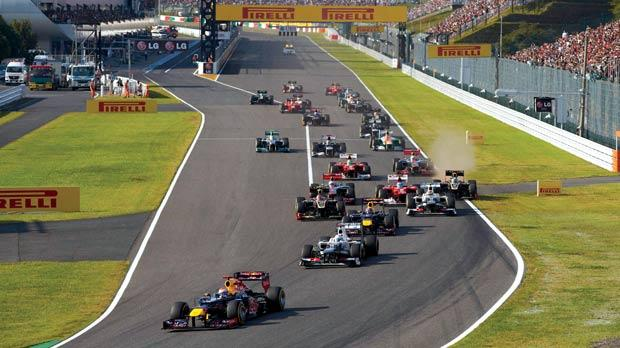 Vettel leads the pack at the first corner of the Japanese GP.