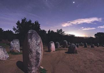 The rising of the star Aldebaran at Cromeleque dos Almendres in Évora, Portugal. Photo: Babak Tafreshi