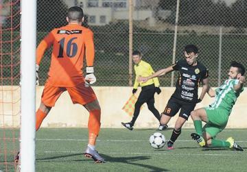 Stefan Cassar, of Għajnsielem, is tackled by Kerċem's Aaron Buttigieg. Photo: Anthony Cassar