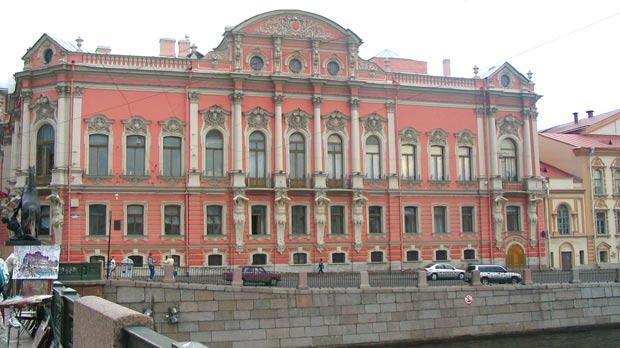 The Beloselski-Belozersky Palace features bearded, muscled atlantes and Corinthian pilasters. It is one of the hundreds of handsome palaces all over the city.