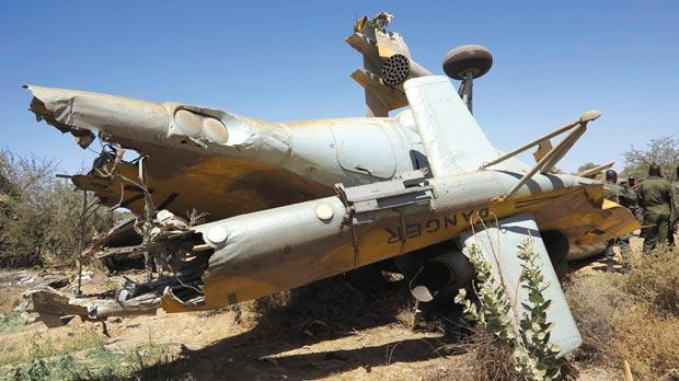 The wreckage of a Malian army helicopter that crashed during a joint training exercise, near the town of Diabaly, central Mali, yesterday. Photo: Reuters