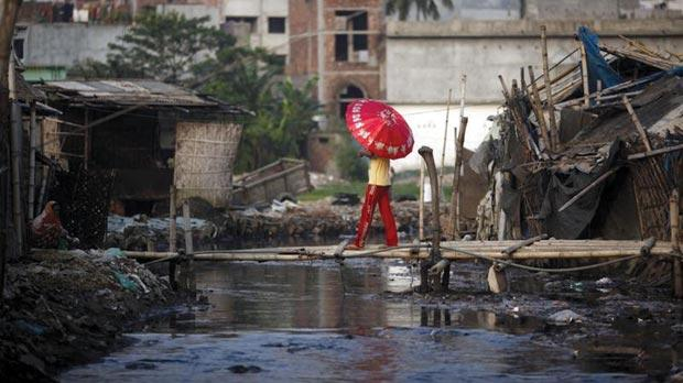 Dhaka in Bangladesh, with a population of 14.4 million all living in low-lying areas, is said to be extremely vulnerable to sea level rises. Photo: Andrew Biraj/Reuters
